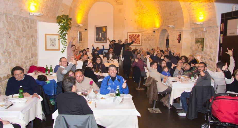 https://www.ragusanews.com/resizer/resize.php?url=https://www.ragusanews.com//immagini_articoli/21-03-2015/1426963359-1-piace-la-serata-a-tutta-bufala.jpg&size=924x500c0