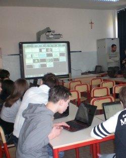 https://www.ragusanews.com/resizer/resize.php?url=https://www.ragusanews.com//immagini_articoli/21-05-2014/1400695799-furto-di-tablet-a-scuola-gli-alunni-scrivono-una-lettera.jpg&size=399x500c0