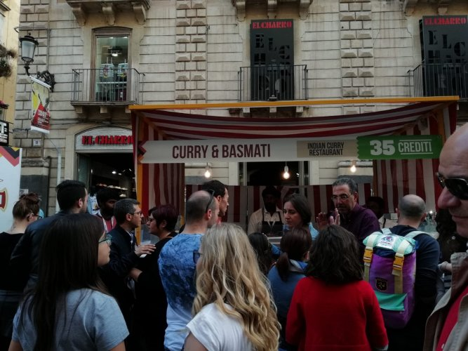 https://www.ragusanews.com/resizer/resize.php?url=https://www.ragusanews.com//immagini_articoli/21-05-2018/1526898526-4-catania-finalmente-street-food-deve-foto.jpg&size=667x500c0