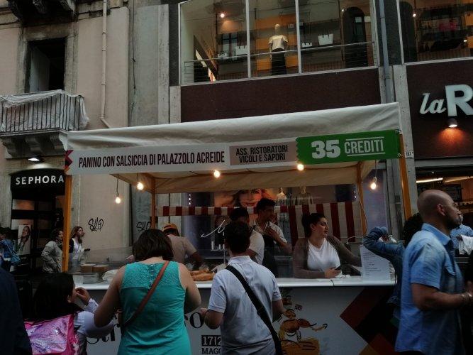 https://www.ragusanews.com/resizer/resize.php?url=https://www.ragusanews.com//immagini_articoli/21-05-2018/1526898527-10-catania-finalmente-street-food-deve-foto.jpg&size=667x500c0