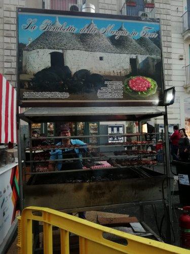 https://www.ragusanews.com/resizer/resize.php?url=https://www.ragusanews.com//immagini_articoli/21-05-2018/1526898527-18-catania-finalmente-street-food-deve-foto.jpg&size=375x500c0