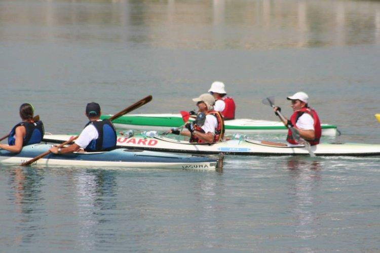 https://www.ragusanews.com/resizer/resize.php?url=https://www.ragusanews.com//immagini_articoli/21-07-2013/1396119696-le-canoe-kayak-al-porto-di-marina-di-ragusa.jpg&size=750x500c0