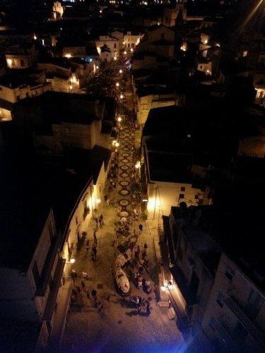 https://www.ragusanews.com/resizer/resize.php?url=https://www.ragusanews.com//immagini_articoli/21-08-2014/1408655882-0-un-successo-l-infiorata-di-santa-maria-la-nova.jpg&size=375x500c0