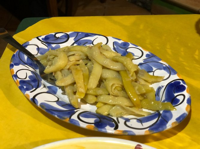 https://www.ragusanews.com/resizer/resize.php?url=https://www.ragusanews.com//immagini_articoli/21-08-2018/1534862608-1-castrato-salumi-formaggi-floresta-nebrodi-piatto-foto.jpg&size=667x500c0