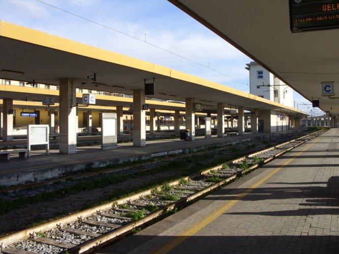 https://www.ragusanews.com/resizer/resize.php?url=https://www.ragusanews.com//immagini_articoli/21-09-2015/1442827886-0-ferrovie-il-treno-catania-palermo-non-viaggia-nei-festivi.jpg&size=667x500c0