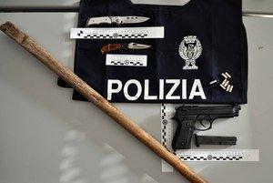 https://www.ragusanews.com/resizer/resize.php?url=https://www.ragusanews.com//immagini_articoli/21-10-2014/1413884846-0-sulla-panda-con-mazze-da-baseball-e-pistole-finte.jpg&size=746x500c0