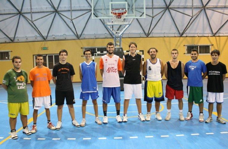 https://www.ragusanews.com/resizer/resize.php?url=https://www.ragusanews.com//immagini_articoli/21-11-2012/1396121369-al-via-il-campionato-di-promozione-maschile-di-basket.jpg&size=765x500c0