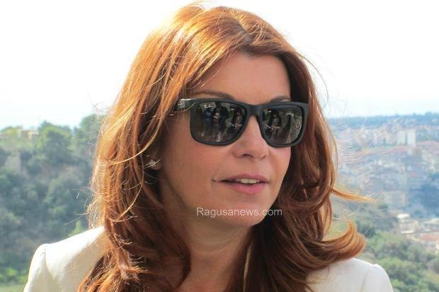 https://www.ragusanews.com/resizer/resize.php?url=https://www.ragusanews.com//immagini_articoli/21-11-2013/1396118629-il-times-il-vero-commissario-montalbano-e-una-donna-bella-e-capace.jpg&size=751x500c0