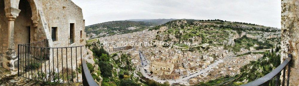 https://www.ragusanews.com/resizer/resize.php?url=https://www.ragusanews.com//immagini_articoli/21-11-2013/1396118630-val-di-noto-una-sorpresa-siciliana.jpg&size=1724x500c0