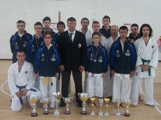 https://www.ragusanews.com/resizer/resize.php?url=https://www.ragusanews.com//immagini_articoli/22-04-2012/1396122170-buoni-risultati-del-dojo-karate-do-shotokan-alla-coppa-sicilia.jpg&size=669x500c0
