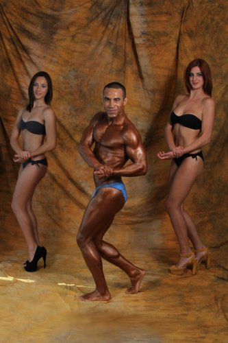 https://www.ragusanews.com/resizer/resize.php?url=https://www.ragusanews.com//immagini_articoli/22-08-2014/1408728772-1-roberto-e-il-body-building.jpg&size=333x500c0