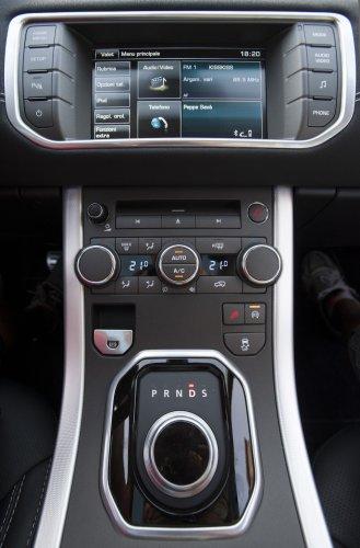 https://www.ragusanews.com/resizer/resize.php?url=https://www.ragusanews.com//immagini_articoli/22-09-2014/1411416393-1-range-rover-evoque-la-tradizione-contemporanea.jpg&size=329x500c0