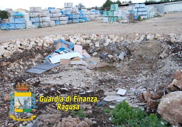 https://www.ragusanews.com/resizer/resize.php?url=https://www.ragusanews.com//immagini_articoli/22-12-2014/1419243668-0-a-ragusa-una-discarica-abusiva.jpg&size=716x500c0