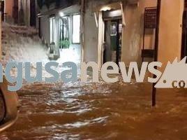 https://www.ragusanews.com/resizer/resize.php?url=https://www.ragusanews.com//immagini_articoli/23-01-2017/1485155495-1-auto-annegate-fontana-conta-danni.jpg&size=670x500c0
