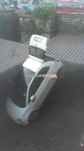 https://www.ragusanews.com/resizer/resize.php?url=https://www.ragusanews.com//immagini_articoli/23-01-2017/1485164864-1-auto-annegate-fontana-conta-danni-video.jpg&size=281x500c0