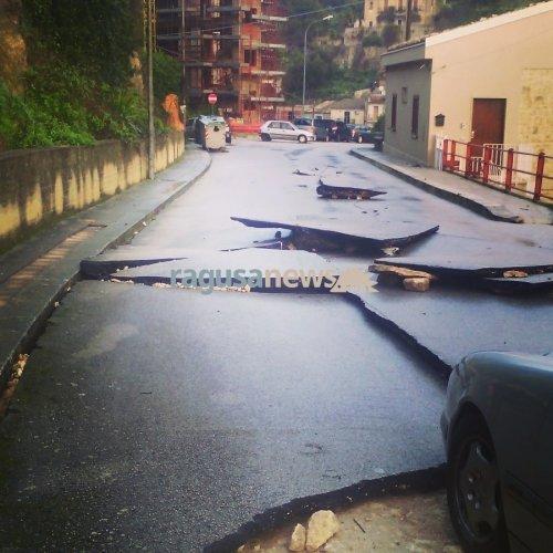 https://www.ragusanews.com/resizer/resize.php?url=https://www.ragusanews.com//immagini_articoli/23-01-2017/1485165857-1-auto-annegate-fontana-conta-danni-video.jpg&size=500x500c0