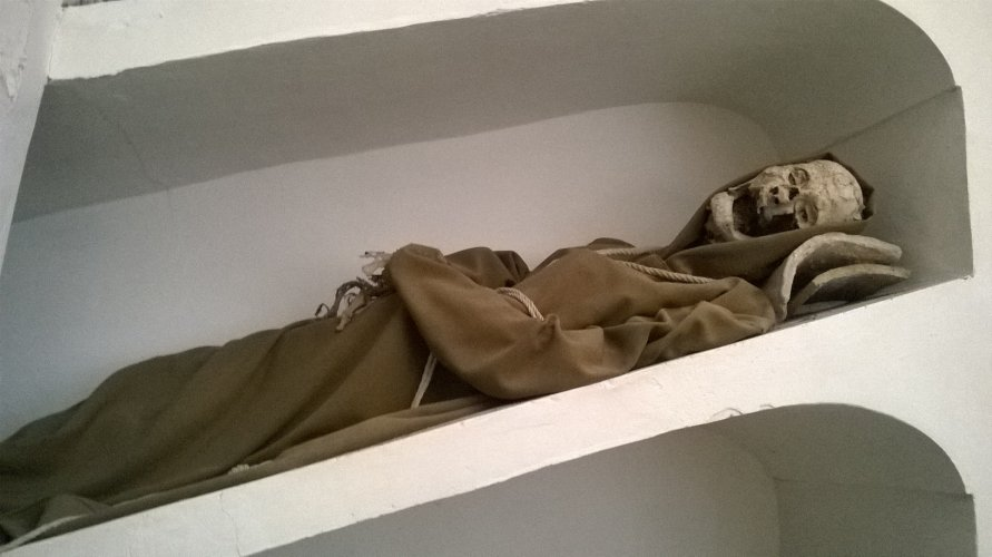 https://www.ragusanews.com/resizer/resize.php?url=https://www.ragusanews.com//immagini_articoli/23-02-2017/1487843300-5-mummie-rinascimentali-comiso.jpg&size=891x500c0
