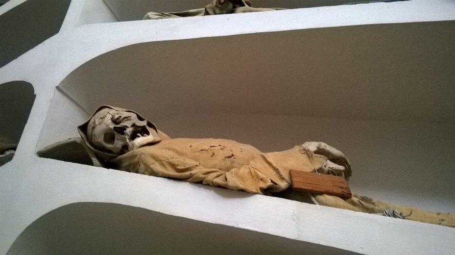 https://www.ragusanews.com/resizer/resize.php?url=https://www.ragusanews.com//immagini_articoli/23-02-2017/1487843300-6-mummie-rinascimentali-comiso.jpg&size=891x500c0