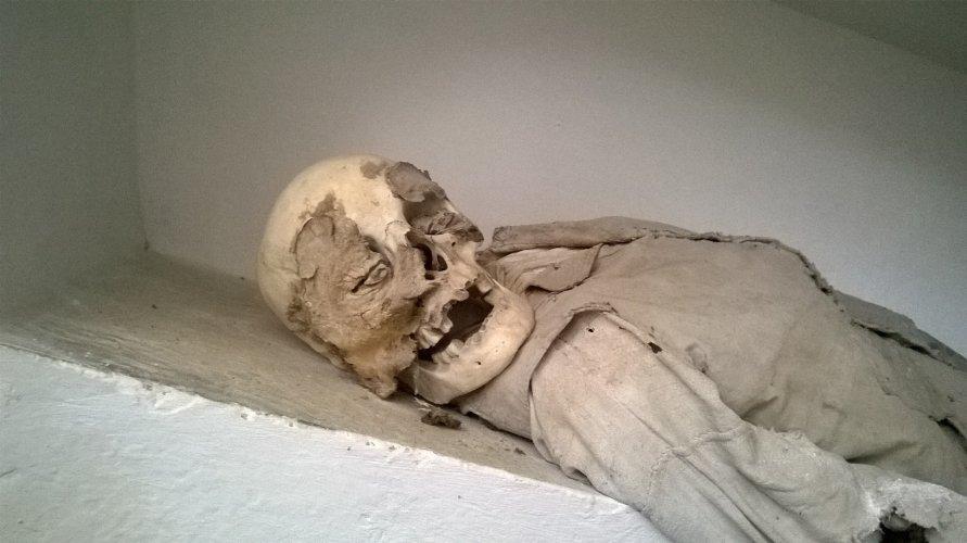 https://www.ragusanews.com/resizer/resize.php?url=https://www.ragusanews.com//immagini_articoli/23-02-2017/1487843300-7-mummie-rinascimentali-comiso.jpg&size=891x500c0