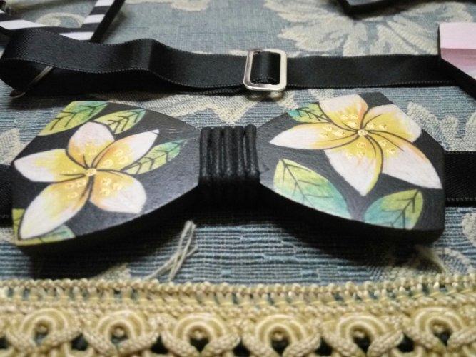 https://www.ragusanews.com/resizer/resize.php?url=https://www.ragusanews.com//immagini_articoli/23-03-2018/1521797452-14-coppia-papillon-legno-orgoglio-siciliano-anzi-ragusano.jpg&size=667x500c0