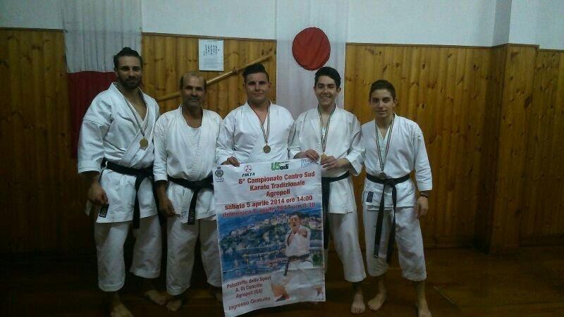 https://www.ragusanews.com/resizer/resize.php?url=https://www.ragusanews.com//immagini_articoli/23-04-2014/1398273238-successi-per-la-palestra-karate-shotokan-di-vittoria.jpg&size=889x500c0