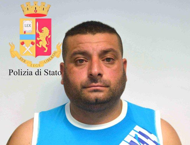https://www.ragusanews.com/resizer/resize.php?url=https://www.ragusanews.com//immagini_articoli/23-05-2018/1527058929-1-rumeni-rubavano-italiani-ricettavano-arresti.jpg&size=653x500c0