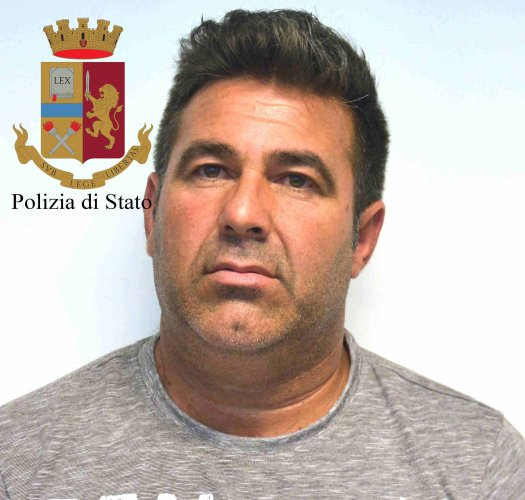 https://www.ragusanews.com/resizer/resize.php?url=https://www.ragusanews.com//immagini_articoli/23-05-2018/1527058930-2-rumeni-rubavano-italiani-ricettavano-arresti.jpg&size=525x500c0