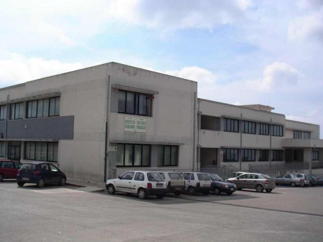 https://www.ragusanews.com/resizer/resize.php?url=https://www.ragusanews.com//immagini_articoli/23-06-2007/1396864656-l-itas-scuola-in-area-a-rischio.jpg&size=667x500c0