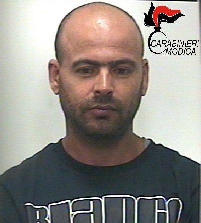 https://www.ragusanews.com/resizer/resize.php?url=https://www.ragusanews.com//immagini_articoli/23-06-2016/1466669984-0-droga-ancora-un-arresto.jpg&size=449x500c0