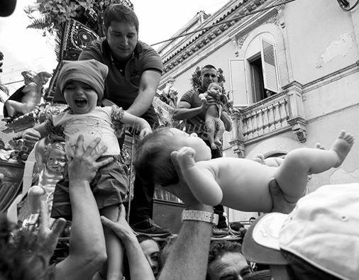 https://www.ragusanews.com/resizer/resize.php?url=https://www.ragusanews.com//immagini_articoli/23-06-2016/1466676166-0-fede-tradizioi-e-cultura-mostra-fotografica-a-palazzolo.jpg&size=641x500c0