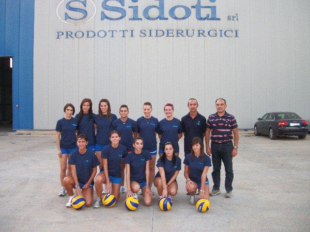 https://www.ragusanews.com/resizer/resize.php?url=https://www.ragusanews.com//immagini_articoli/23-09-2011/1396123485-annunziata-volley-comiso-la-mazzeo-veste-di-gialloblu.jpg&size=667x500c0