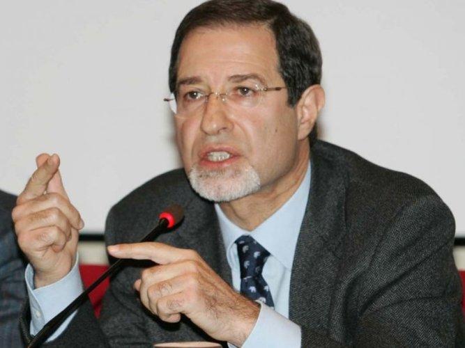 https://www.ragusanews.com/resizer/resize.php?url=https://www.ragusanews.com//immagini_articoli/23-09-2014/1411481172-0-la-commissione-antimafia-incontra-il-prefetto.jpg&size=667x500c0