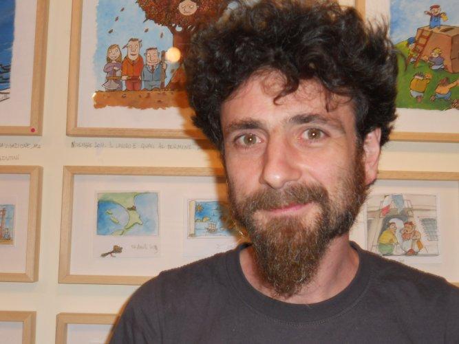 https://www.ragusanews.com/resizer/resize.php?url=https://www.ragusanews.com//immagini_articoli/23-10-2014/1414070988-1-lorenzo-terranera-omaggia-ragusanews.jpg&size=667x500c0