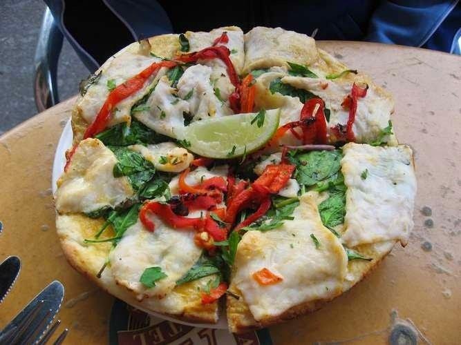 https://www.ragusanews.com/resizer/resize.php?url=https://www.ragusanews.com//immagini_articoli/23-10-2017/1508753112-1-pizza-condimenti-assurdi-cibi-mondo.jpg&size=667x500c0