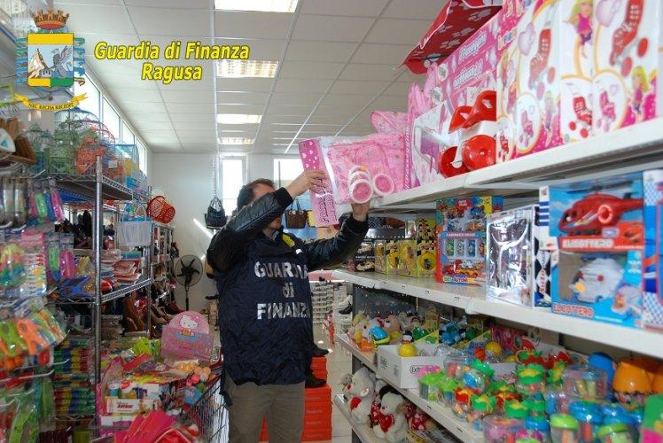 https://www.ragusanews.com/resizer/resize.php?url=https://www.ragusanews.com//immagini_articoli/23-12-2015/1450865715-0-i-giocattoli-illegali-a-modica.jpg&size=748x500c0