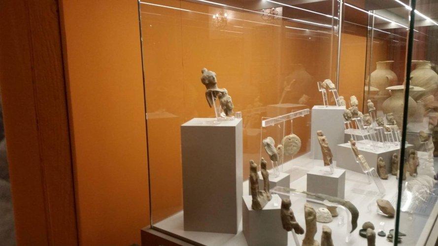 https://www.ragusanews.com/resizer/resize.php?url=https://www.ragusanews.com//immagini_articoli/23-12-2017/1514060629-1-mostra-archeologica-memoria-professor-divita.jpg&size=889x500c0