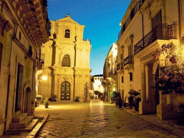 https://www.ragusanews.com/resizer/resize.php?url=https://www.ragusanews.com//immagini_articoli/24-01-2013/1396120912-a-scicli-incantata-da-una-sinfonia-siciliana.jpg&size=667x500c0