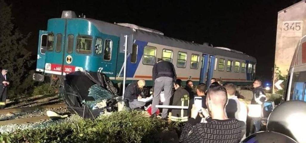 https://www.ragusanews.com/resizer/resize.php?url=https://www.ragusanews.com//immagini_articoli/24-04-2019/1556114793-1-treno-auto-la-vittima-e-santina-duco-62-anni.jpg&size=1069x500c0
