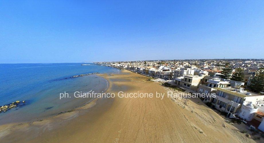 https://www.ragusanews.com/resizer/resize.php?url=https://www.ragusanews.com//immagini_articoli/24-05-2014/1400923828-l-acquitrino-della-spiaggia-di-donnalucata.jpg&size=921x500c0