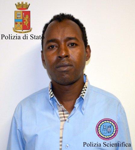 https://www.ragusanews.com/resizer/resize.php?url=https://www.ragusanews.com//immagini_articoli/24-06-2014/1403586881-1-immigrazione-clandestina-due-arresti-a-comiso.jpg&size=448x500c0