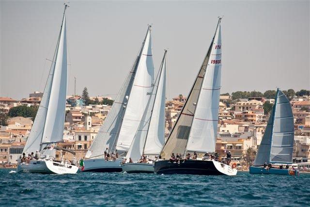 https://www.ragusanews.com/resizer/resize.php?url=https://www.ragusanews.com//immagini_articoli/24-06-2015/1435162330-0-trofeo-boroli-a-marina.jpg&size=749x500c0