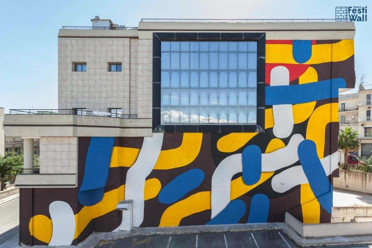 https://www.ragusanews.com/resizer/resize.php?url=https://www.ragusanews.com//immagini_articoli/24-06-2016/1466765851-0-festiwall-la-street-art-torna-a-ragusa.jpg&size=750x500c0