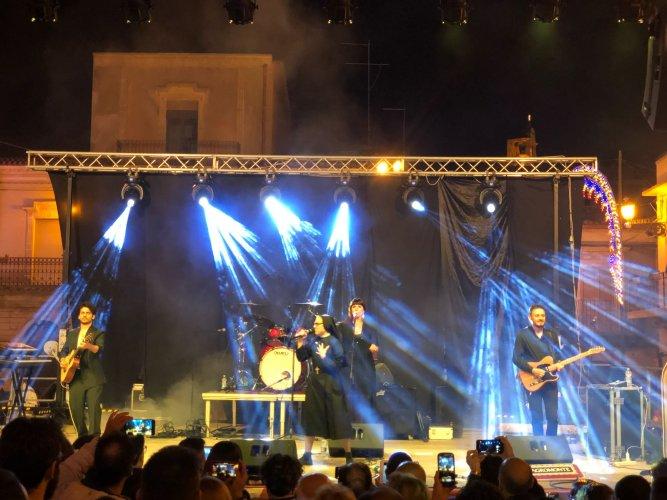 https://www.ragusanews.com/resizer/resize.php?url=https://www.ragusanews.com//immagini_articoli/24-06-2018/1529826033-1-suor-cristina-conquista-chiaramonte-concerto-unico-video.jpg&size=667x500c0