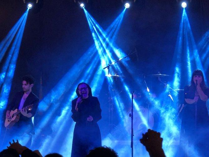 https://www.ragusanews.com/resizer/resize.php?url=https://www.ragusanews.com//immagini_articoli/24-06-2018/1529826033-3-suor-cristina-conquista-chiaramonte-concerto-unico-video.jpg&size=667x500c0