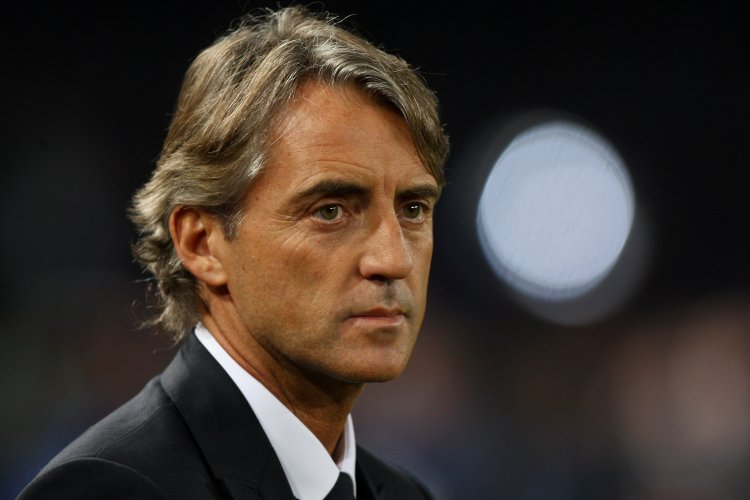 https://www.ragusanews.com/resizer/resize.php?url=https://www.ragusanews.com//immagini_articoli/24-08-2016/1472053904-1-roberto-mancini-con-il-suo-firefly-a-siracusa.jpg&size=750x500c0