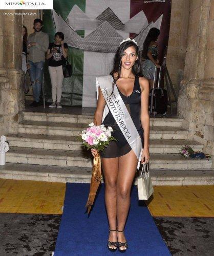 https://www.ragusanews.com/resizer/resize.php?url=https://www.ragusanews.com//immagini_articoli/24-08-2018/1535133197-1-bionda-miss-sicilia.jpg&size=418x500c0