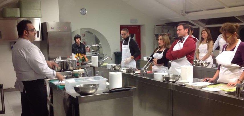 Un corso di cucina di luca giannone scicli for Articoli di cucina