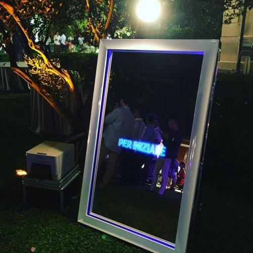 https://www.ragusanews.com/resizer/resize.php?url=https://www.ragusanews.com//immagini_articoli/24-09-2018/1537797636-2-selfie-mirror-specchio-magico-interattivo-nato-siracusa.jpg&size=500x500c0