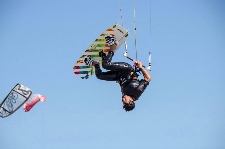 https://www.ragusanews.com/resizer/resize.php?url=https://www.ragusanews.com//immagini_articoli/24-10-2014/1414183763-0-kite-e-windsurf-protagonisti-sulla-spiaggia-di-marina-di-ragusa.jpg&size=755x500c0