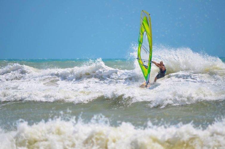 https://www.ragusanews.com/resizer/resize.php?url=https://www.ragusanews.com//immagini_articoli/24-10-2014/1414183949-2-kite-e-windsurf-protagonisti-sulla-spiaggia-di-marina-di-ragusa.jpg&size=755x500c0